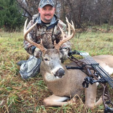 Kansas Whitetail Deer Hunts | Red Dog Outfitters